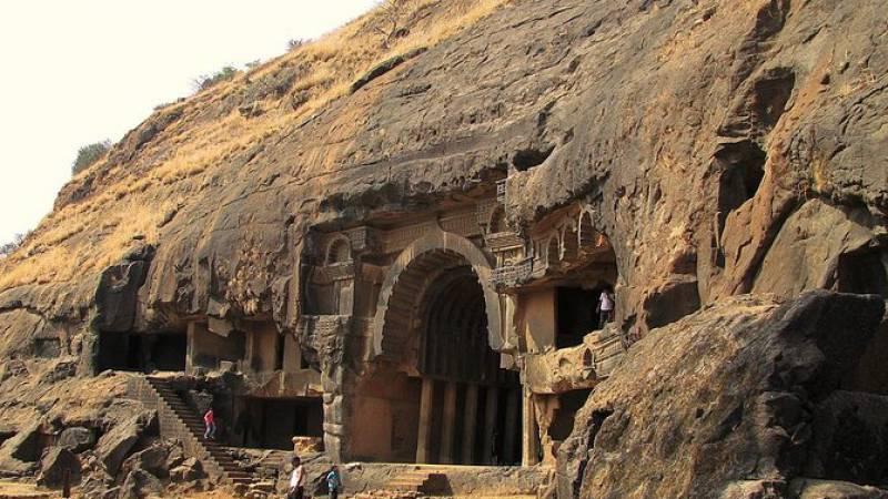 elephanta caves 2.jpg