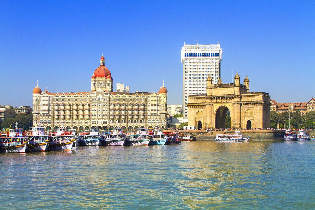 Gateway-monument-India-entrance-Mumbai-Harbour-coast.jpg